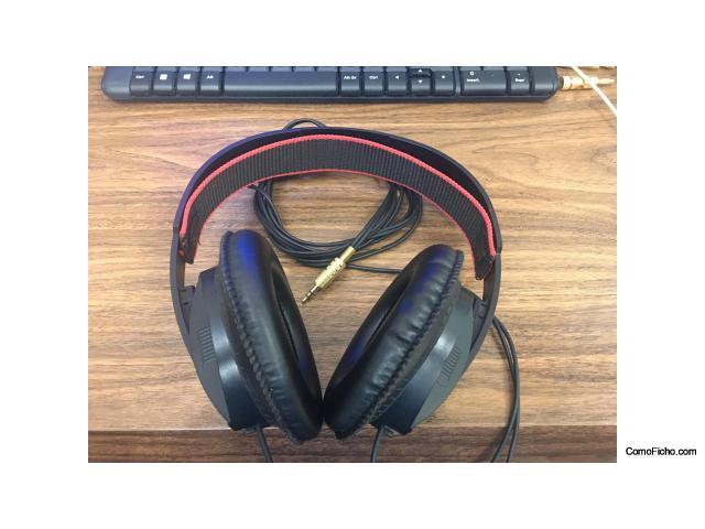Auricular electrostáticos-dinámicos AKG-K145